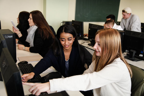 Einblick in ein Klassenzimmer der Fachoberschule Nürnberg | Sabel Schulen Nürnberg