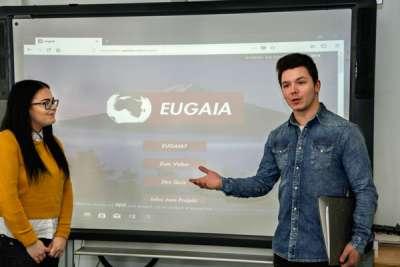 Präsentation von einem Schüler der privaten Wirtschaftsschule | Sabel Schulen Nürnberg