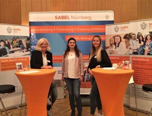 Staatssekretärin Frau Anna Stolz informiert sich über die Berufsfachschule für Kaufmännische Assistenten