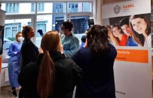 Sekretärin der SABEL Schulen Nürnberg lässt sich als Stammzellenspender typisieren